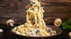 10 receitas de macarrão com shimeji para quem ama cogumelos