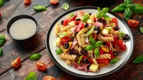 7 receitas de macarrão primavera para colorir o seu almoço
