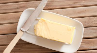 14 receitas de manteiga caseira que deixam as industrializadas no chão