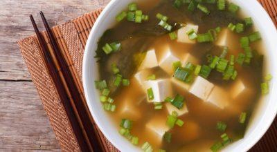 13 receitas de missoshiro leves, quentinhas e perfeitas para o frio