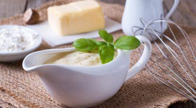 7 receitas de molho branco com queijo para complementar seus pratos