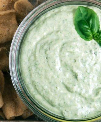 8 receitas de molho de alho verde para complementar seus pratos