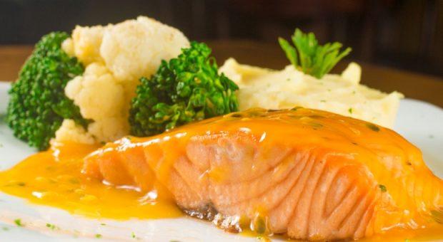14 receitas de molho de maracujá para incrementar carnes e saladas