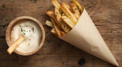 10 receitas de molho para batata frita de lamber os dedos