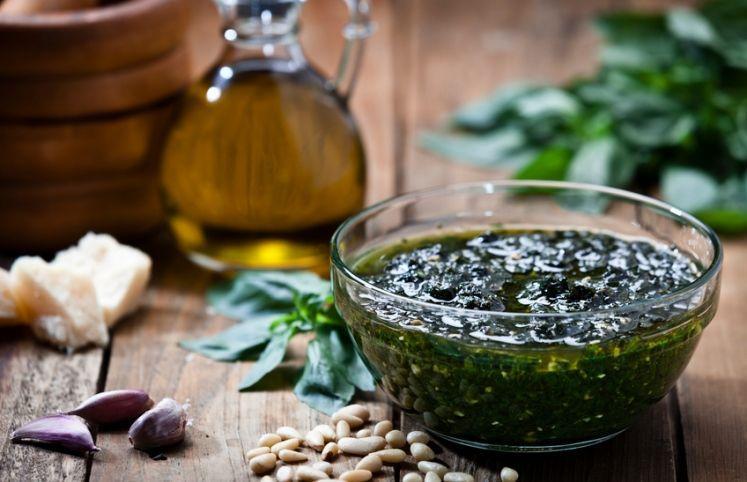 17 receitas de molho pesto para você se sentir na Itália