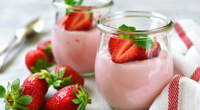 8 receitas de mousse de morango com gelatina com gostinho de infância