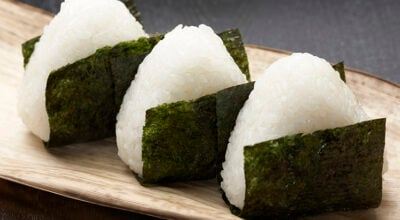 6 receitas de onigiri que garantem uma típica refeição japonesa