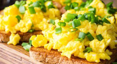 23 receitas de ovos mexidos para uma refeição prática e deliciosa