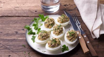 10 receitas de ovos recheados para impressionar gastando pouco