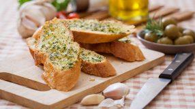 18 receitas de pão de alho perfeitas para deixar seu churrasco mais gostoso