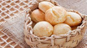 11 receitas de pão de queijo com polvilho doce para o café da tarde