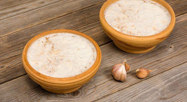 10 receitas de patê de alho para deixar o seu churrasco completo
