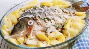 10 receitas de peixe assado com batatas que vão fazer você suspirar