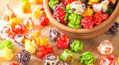 8 receitas de pipoca doce colorida para uma vida mais alegre e gostosa