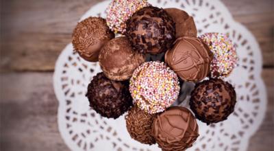 20 receitas de pirulito de chocolate que vão te tornar um perito em doces