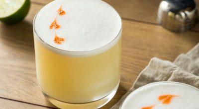 11 receitas de pisco sour para você se sentir na noite latina