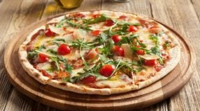 7 receitas de pizza caprese para se sentir um verdadeiro pizzaiolo