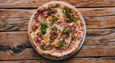 10 receitas de pizza de bacon para quem gosta de um lanche diferente