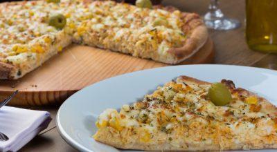 10 receitas de pizza de frango com catupiry encherão sua boca d'água