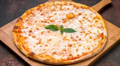 11 receitas de pizza de mussarela que vão te transformar em um pizzaiolo