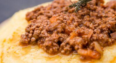 11 receitas de polenta com carne moída que acalentam o coração