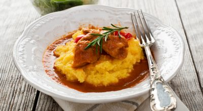 12 receitas de polenta com frango que vão aquecer o seu coração