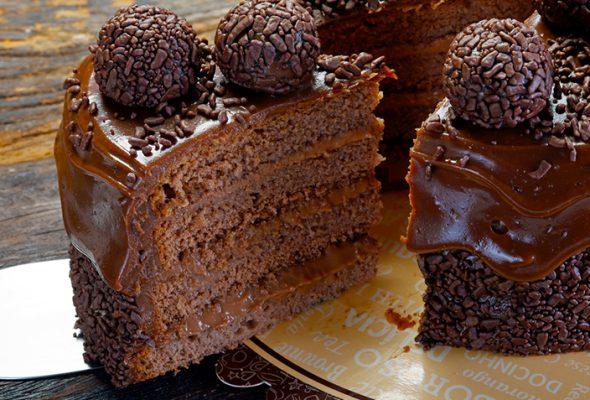 11 receitas de recheio de brigadeiro para deixar seu bolo mais delicioso