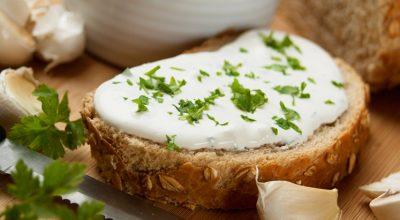13 receitas de requeijão caseiro para economizar sem abrir mão do sabor