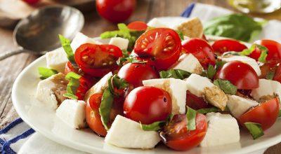 19 receitas de salada caprese que vão fazer você experimentar esse prato