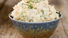 38 receitas de salada de batata para incrementar suas refeições principais