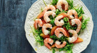 12 receitas de salada de camarão que vão refrescar os seus dias