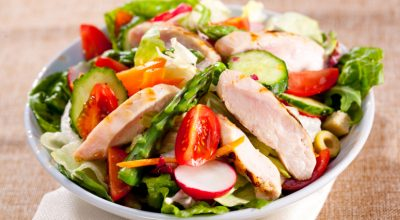 23 receitas de salada de frango para uma vida saudável e deliciosa
