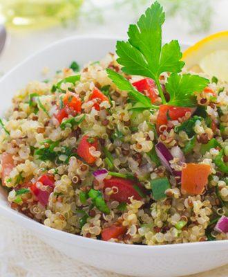 32 receitas de salada de quinoa para refeições mais saudáveis
