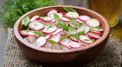 8 receitas de salada de rabanete para uma alimentação supernutritiva