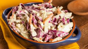 9 receitas de salada de repolho com cenoura perfeitas para o dia a dia
