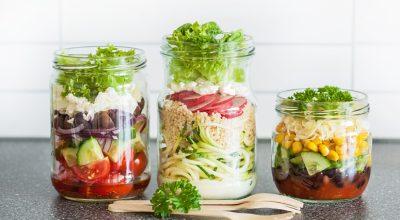 24 receitas de salada no pote que são a cara do verão