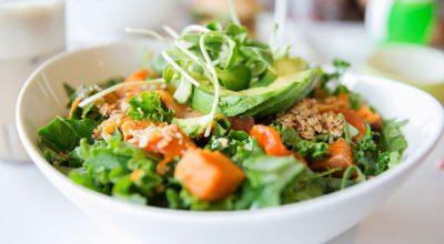 45 receitas de saladas para deixar seus pratos vibrando de tão coloridos