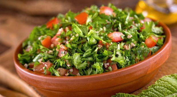 50 receitas de saladas para churrasco que vão impressionar a todos