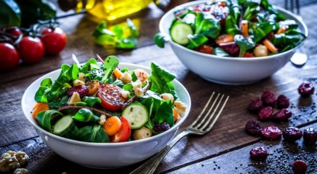 15 receitas de saladas simples para uma vida saudável e prática