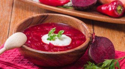 9 receitas de sopa de beterraba aconchegantes e nutritivas