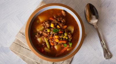 10 receitas de sopa de carne moída para esquentar o corpo e o coração