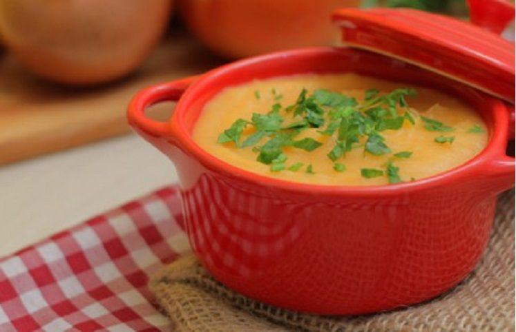 15 receitas de sopa de mandioca irresistíveis para aquecer seu dia