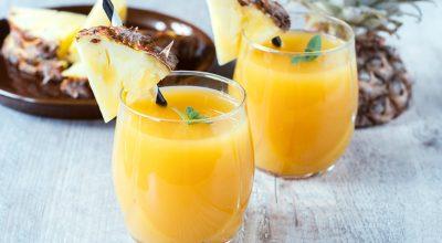 20 receitas de suco de abacaxi refrescantes e perfeitas para dias quentes