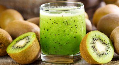 12 receitas de suco de kiwi para se refrescar a qualquer momento