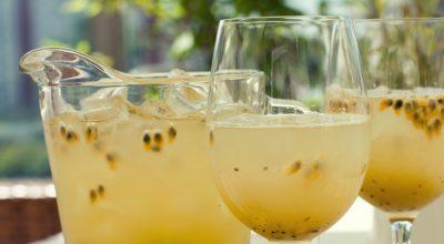 7 receitas de suco de maracujá para seu dia ficar mais tranquilo e saboroso