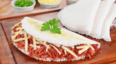 8 receitas de tapioca com queijo que vão deixar suas tardes mais saborosas