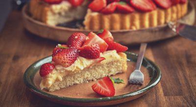 9 receitas de torta de morango simples que vão te render muitos elogios