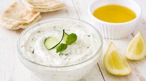 6 receitas de tzatziki para se deliciar com um molho grego