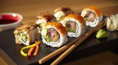 9 receitas de uramaki para você se sentir no Japão