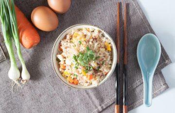 6 receitas de yakimeshi, uma refeição oriental simples, nutritiva e bem gostosa